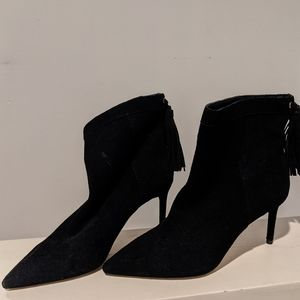 Suede ankle boots with tassle